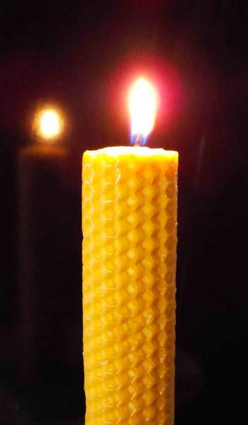 rituales con velas hechas con miel