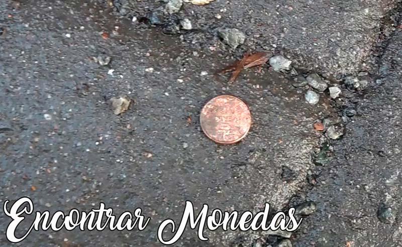 encontrar monedas en el suelo